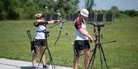 Foto: DSB / Katharina Bauer, hier neben Lisa Unruh bei der internen Olympia-Qualifikation, freut sich mit ihren Kolleginnen über Bronze.