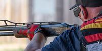 Foto: DSB / Die Vorbereitung stimmt! Andreas Löw hat die olympischen Ringe auf seiner Waffe.
