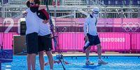 Foto: World Archery / Der große Triumph: In der zweiten Runde jubelte Florian Unruh mit Bundestrainer Oliver Haidn nach dem Sieg gegen den Koreaner Je Deok Kim.